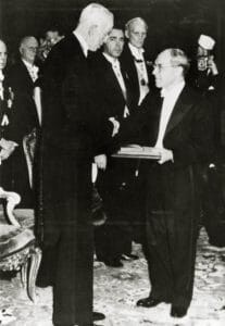 King Gustav presents Nobel Prize to H. J. Muller Used with permission