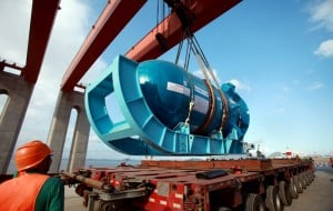 Sanmen 1 pressure vessel unloading from flatbed truck