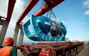 Sanmen 1 pressure vessel unloading from flatbed truck