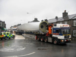 Wind_Turbine_blade_delivery_passing_through_Edenfield_-_geograph.org.uk_-_708529